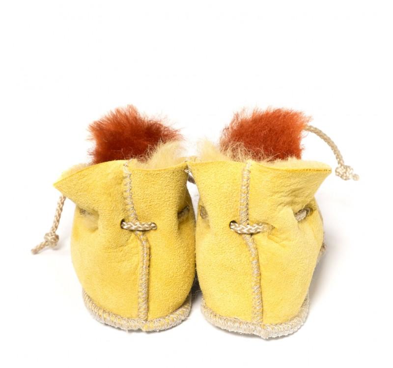 chaussons en peau de mouton pour b b terre de sienne jaune. Black Bedroom Furniture Sets. Home Design Ideas